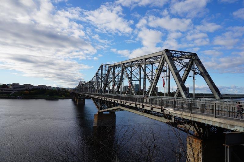 Puente Alexandra